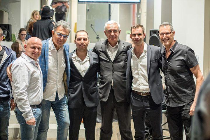 מימין: אורי גלר, פיליפו וסילביו סאנטברוג'יו, אורן רחמים, ננסי ברנדס, יוסי סטיון