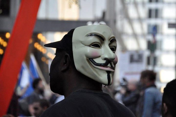 מסכה של גיא פוקס במחאת אוקיופיי