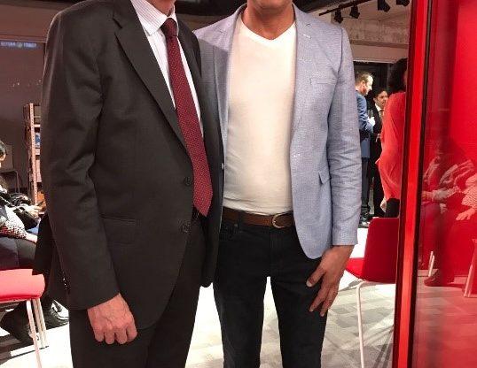 משמאל: שגריר ספרד בישראל מנואל גומז אסבו ומר עתניאל גדסי מנהל סניף ת