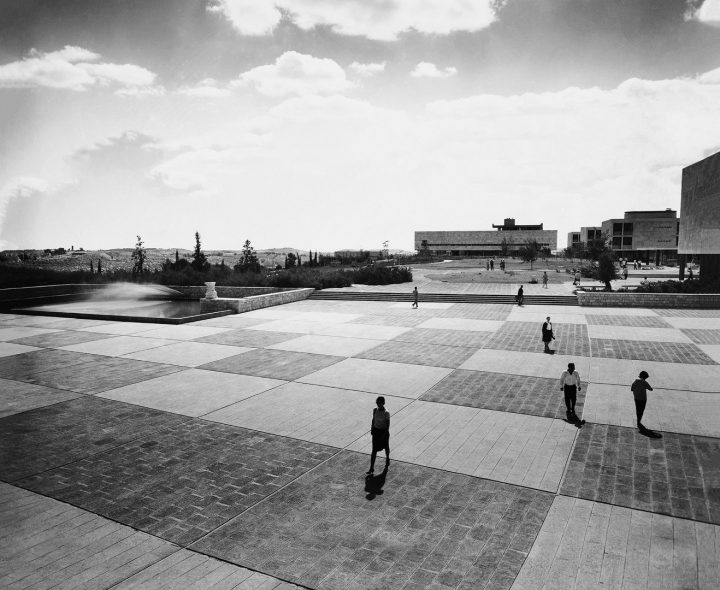 שמעון פובזנר, כיכר הכניסה לקמפוס גבעת רם, שנות ה-50