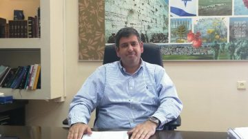 ראש עיריית גבעת שמואל יוסי ברודני