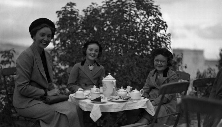 תה בגינה במהלך באזר של הכנסיה, אוספי 1937 הסקוטית הארכיון הציוני המרכזי ירושלים