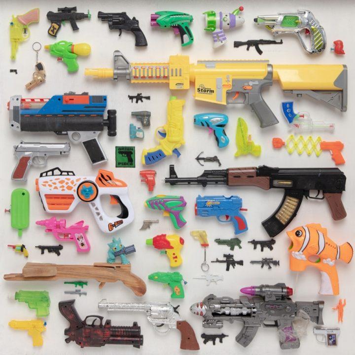 אוסף האקדחים והרובים שלי, עבודה של טל צצקס-טנא