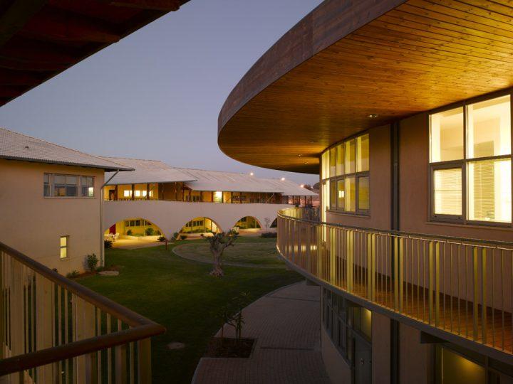 בית הספר הבינלאומי האמריקאי בשיתוף אדריכל חיים דותן