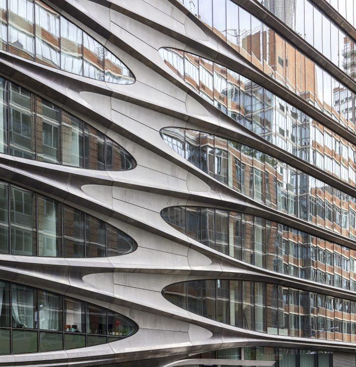 צורניות המסמלת את קומות המבנה