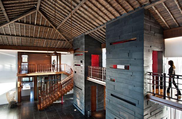 בית בסגנון תאילנדי, מיכאל אזולאי