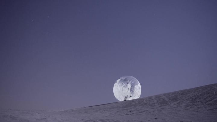 הליכת ירח, ירח ענק שיתגלגל בשוק לוינסקי, יהודית שלוסברג