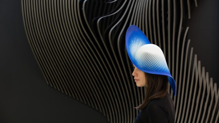 כובע של זאהה חדיד אדריכלים