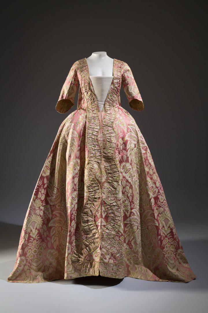 משמלה מהמאה ה-18