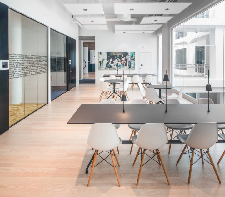 משרדי חברת Redbull בעיצוב PS אדריכלים