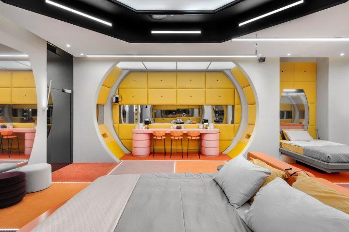 חדר השינה עם פינת האיפור החדשה בעונה הנוכחית