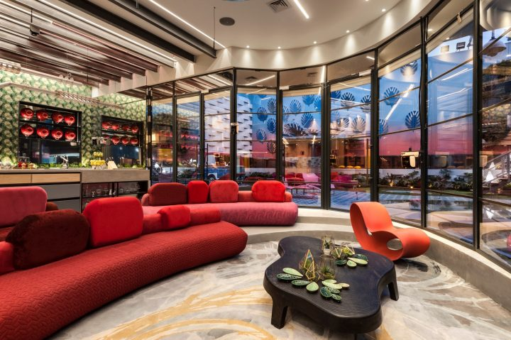 רוצים לדעת איך נראים הסלון והמטבח בעונת ה VIP?