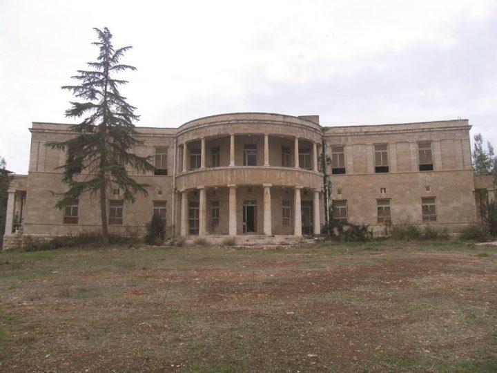 בית ארזה נטוש ומוזנח