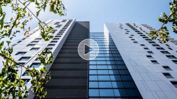 בחזית האדריכלות: דואט לשימור וחדשנות בעיר הלבנה – אדריכל משה צור בריאיון