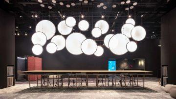 התעשייה בקטנה: אננסים, תאורה גיאומטרית וצבעי אש לנשמה