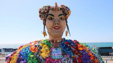 ערב טוב אירופה: כפר האירוויזיון, אירועי לוויין ופריטי חובה