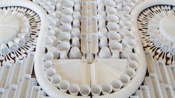 מחוץ למסגרת: הסטודיו שיוצר שטיחים מרהיבים מחומרים מפתיעים