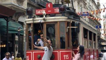 אהבה ממבט שלישי: קסם הניגודים של איסטנבול