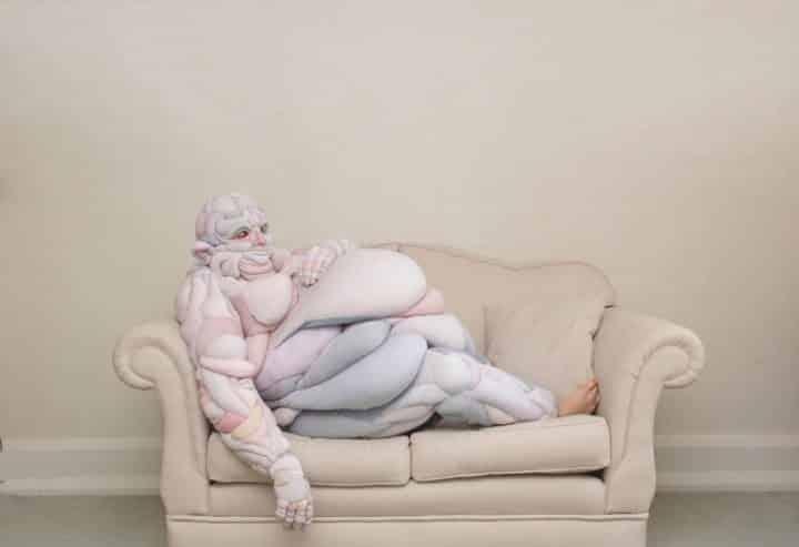 על הספה, עיצוב תלבושות, מעצבת טקסטיל