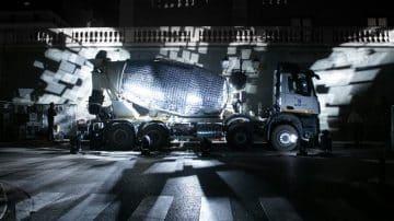 המכוניות שהפכו לאקווריום, למנגל ולכדור דיסקו ענקי