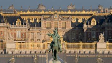 מתי ביקרתם בארמון מלכותי מלא באוצרות אומנות מבלי לקום מהספה