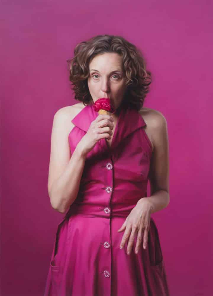 לי פרייס, אישה בשמלה ורודה, אישה אוכלת גלידה