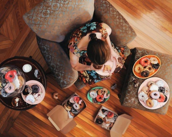 יותר מידי אוכל, בולמוס אכילה, האמנית לי פרייס