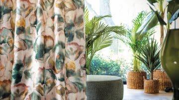 צמחים על הקירות, צורות מופשטות וצבעים נועזים: הבתים שלנו כבר לא לבנים
