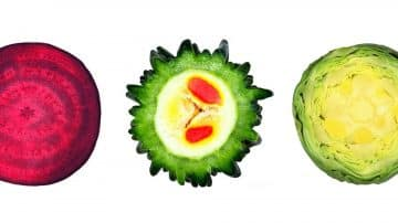 חצי חצי: הצלם הניו יורקי שחוצה פירות וירקות ותולה לכם אותם בבית