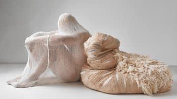 זה מה שיציל אותנו: המעצב הטבעוני שמייצר חומרי גלם מבננות