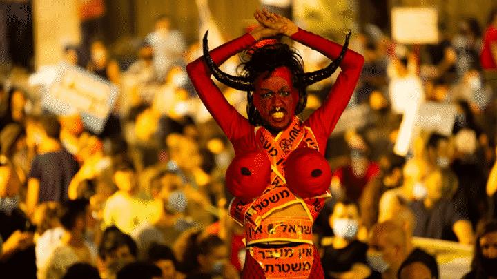 ממתי מציגים קליפות תפוזים בתערוכה ולמה המחאה כל כך אופנתית