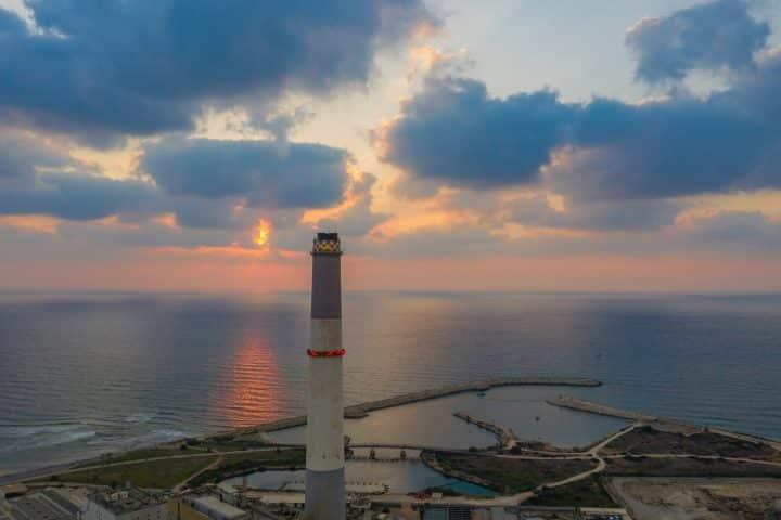 שקיעה בתל אביב, מגדלור, חוף הים, לראות את האור, תל אביב
