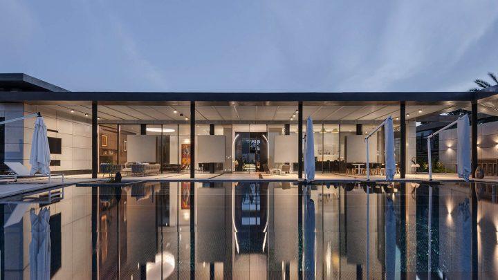 בית של אמנית, בית זכוכית