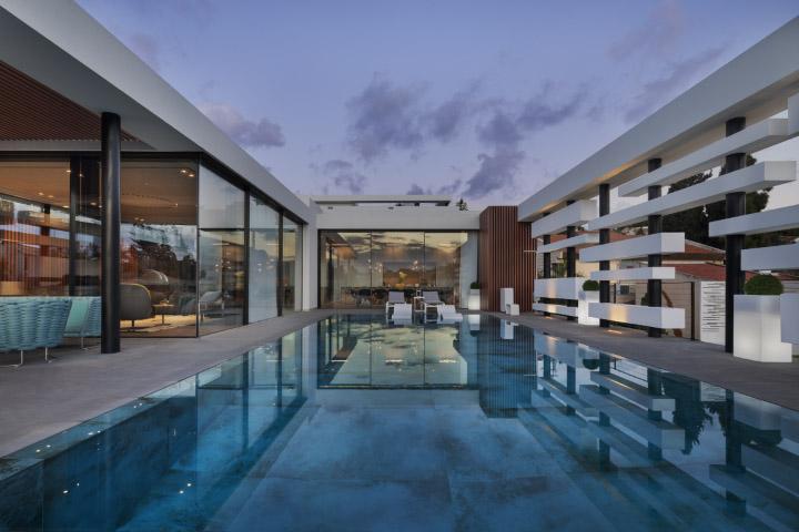בית עם בריכה, וילה, יצירת מופת אדריכלית