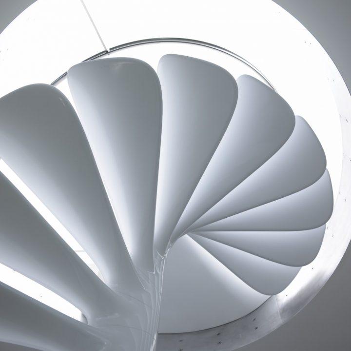 מדרגות לולייניות, רוס לבגרוב, מדרגות מעוצבות