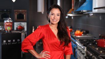 פלביה גרסיה, FLAVIA GARCIA, מעצבת פנים, אישה עם שמלה אדומה, סמג, SMEG