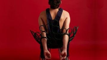 תומר לוי, מעצב כיסאות, עיצוב כיסא, אמן יושב על כיסא