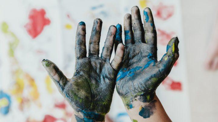 ידיים עם צבע, יצירה בצבע