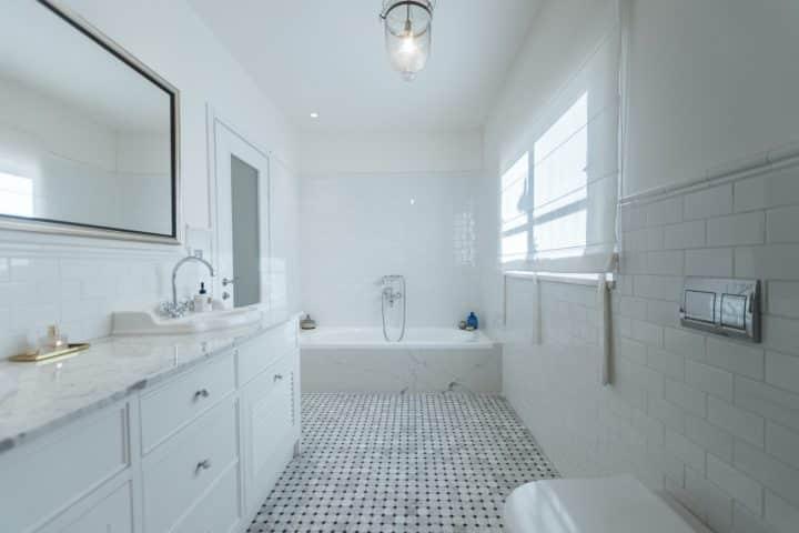 עיצוב אמבטיה, עיצוב לבן, עיצוב חדר אמבט