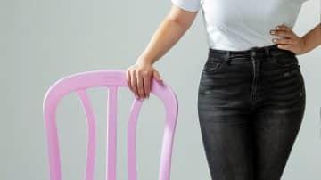 למען מטרה טובה: כיסאות כתר האייקוניים נצבעים בוורוד